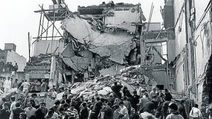 AMIA cumpliran-veinte-atentado-AMIA-ARCHIVO_CLAIMA20140627_0052_27
