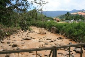 05 Agua contaminada del rio Wawayme