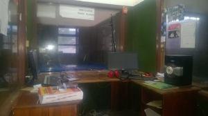 Cabinas de la radio La Voz de Arutam tras ser decomisada por la Policía Nacional