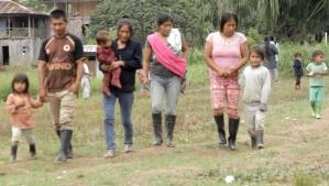 Comuneros de TsuinTsuim tras salir de una reunión sobre la situación de los niños por el desplazamiento forzado