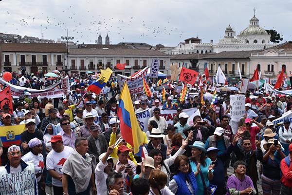 Miles de personas finalizaron la marcha en la Plaza San Francisco. Foto: La Línea de Fuego