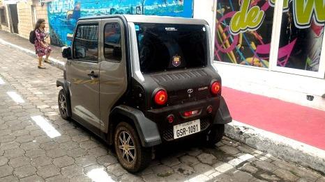 Carro eléctrico en la isla Santa Cruz.