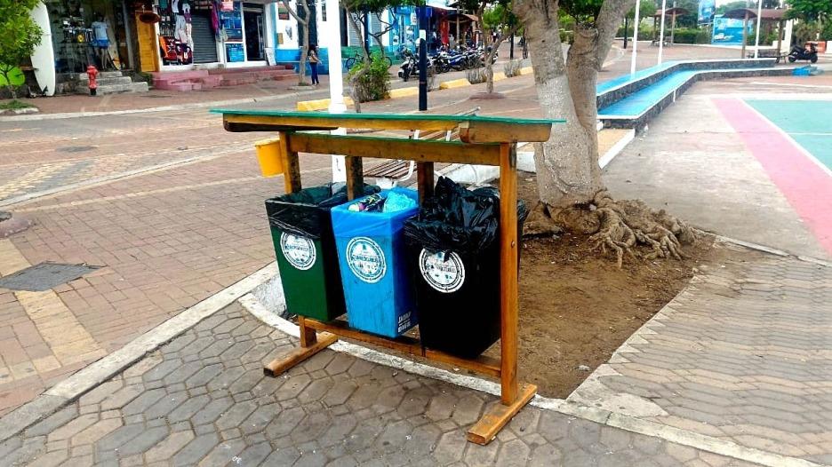 Sistema de tachos de basura separados en Santa Cruz.