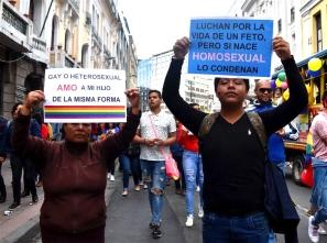 Bertha Ayauca salió por primera vez a la marcha del Orgullo. Hace dos meses su hijo le comentó su orientación sexual.
