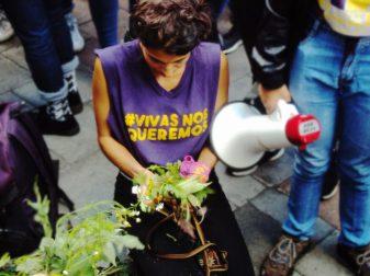 En Argentina se mata a una mujer cada 30 horas, en Ecuador cada 72 horas. El movimiento Ni una menos que tiene su origen en el Río de la Plata se transformó en Ecuador en Vivas nos queremos y se está haciendo cada vez más popular.